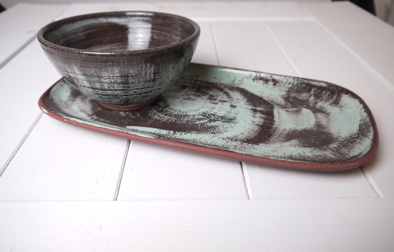 Medium bowl and large rectangular plate, Sideview.